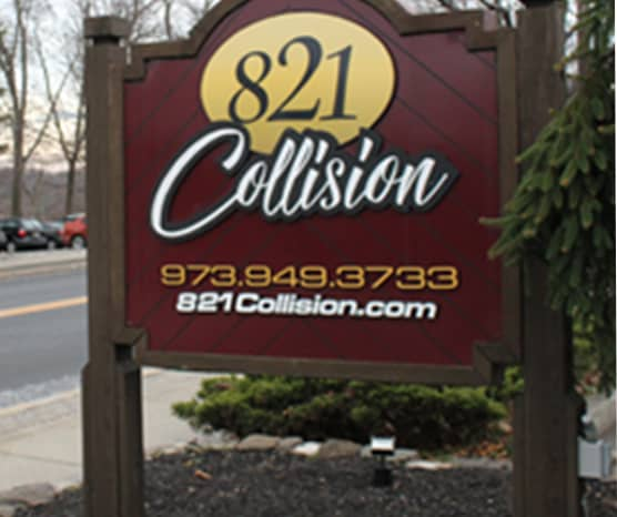 821 Collision sign